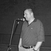 Максим Жуков читает стихи